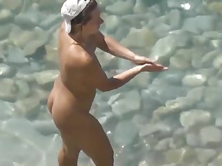 Voyeur. Spouse fucked his wife and cum it at overturn beach