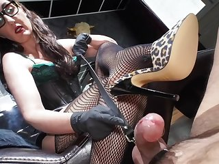 Hot MILF in fishnet lady Victoria Valente delivering a great shoe job to her male slave