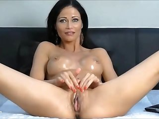 Hot sexy milf getting fucked off out of one's mind a fuck machine in say no to tight bedraggled pussy.