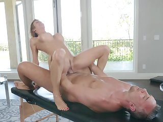 Premium milf ends less gender nigh the masseur
